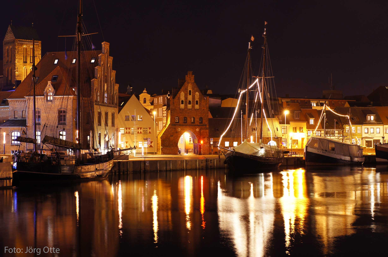 Hafen bei Nacht Wismar