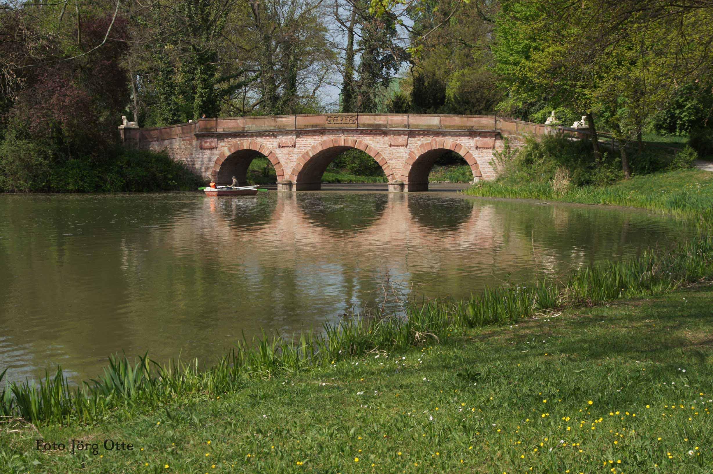 Brücke im Park Aschaffenburg