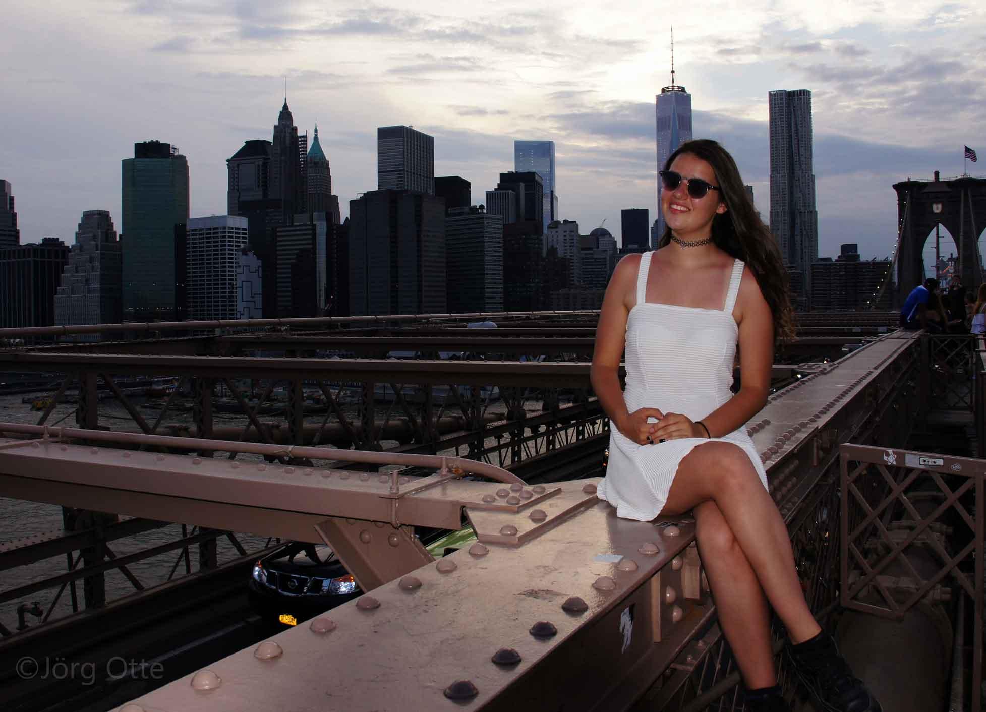 Brooklyn Bridge Hintergrund Manhattan.jpg